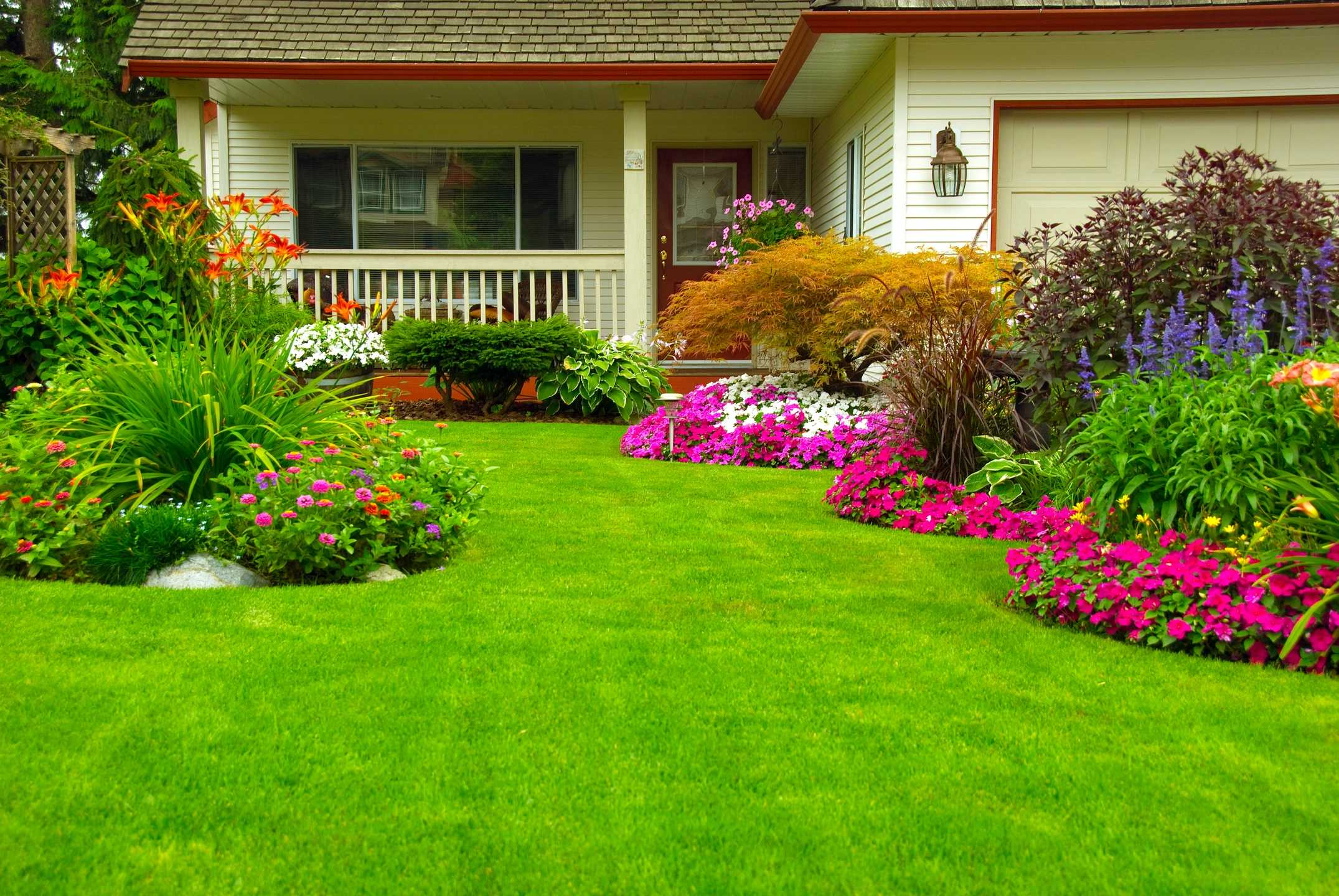 front_yard_landscaping_maintenance